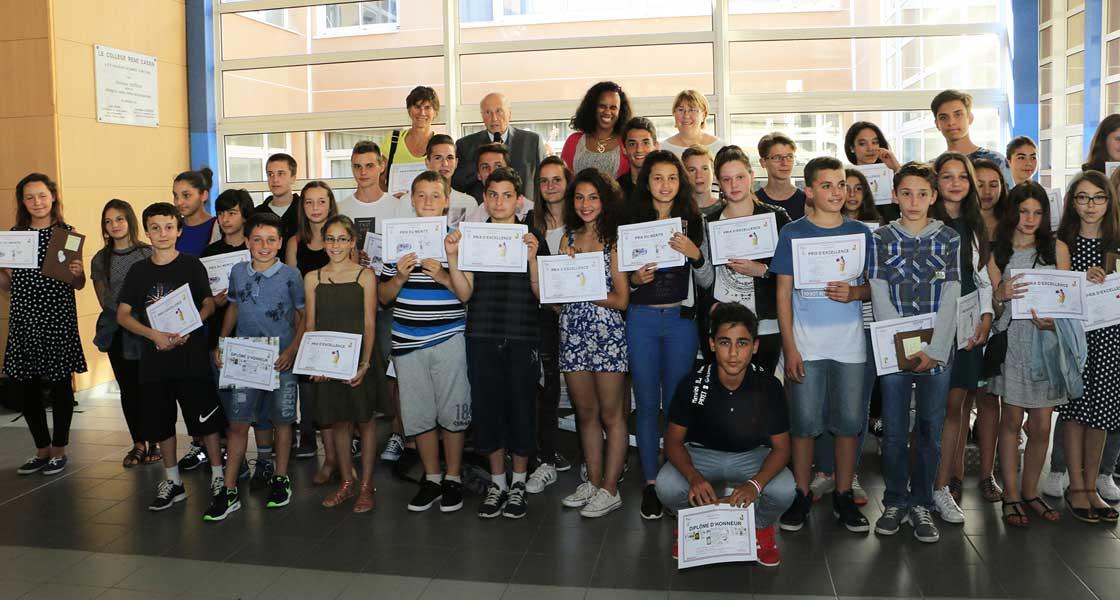 Prix d'excellence et du mérite pour les collégiens