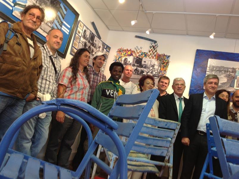 Coup d'envoi de l'exposition les chaises bleues